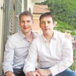 עתירה: להעניק מעמד שווה להורים הומואים מפונדקאות