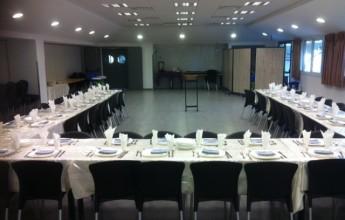 השולחן בחדר האוכל