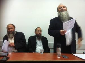 הרב הכהן (משמאל)