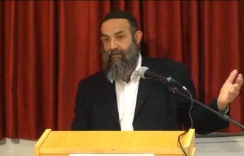 הרב דוראס. תצלום מתוך וידאו של ערוץ מאיר